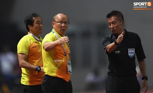 Trước thềm tứ kết Asian cup 2019, AFC tới tận khách sạn phổ biến về VAR cho ĐT Việt Nam