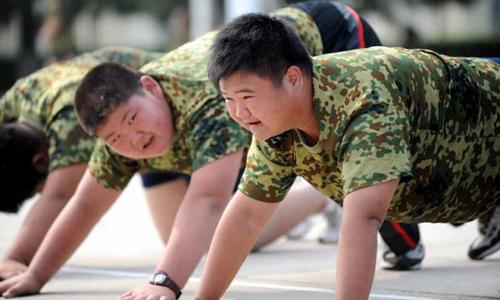 Học sinh sẽ bị phạt chạy bộ hàng ngày nếu tăng cân trong dịp nghỉ Tết