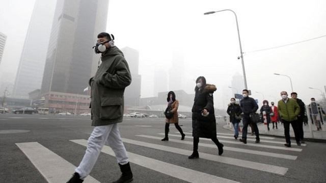 Ô nhiễm không khí nghiêm trọng tại Bangkok: Hơn 400 công trường bị buộc đóng cửa, khẩu trang cháy hàng