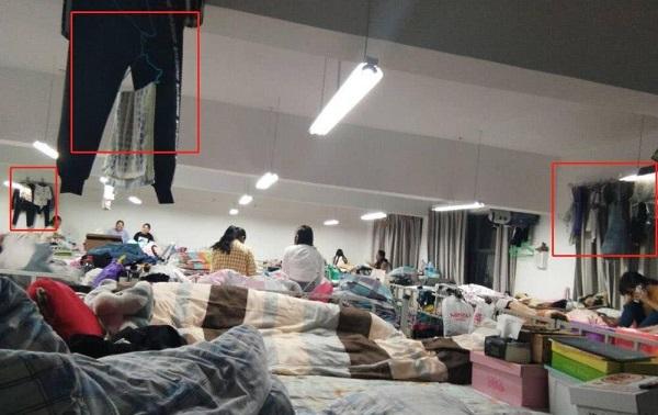 """""""Hết thở"""" với căn phòng ký túc xá nhồi nhét hơn 80 sinh viên với 2 buồng vệ sinh"""