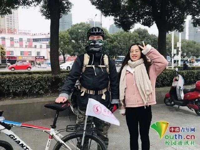 Ngán cảnh chen chúc về quê, nam sinh đạp xe hơn 500 km trong 7 ngày để có mặt ở nhà đón Tết