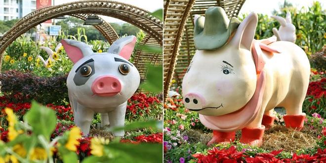 """Không khí Tết TP HCM: Những chú lợn như buồn bã được """"an ủi"""" và chụp ảnh cùng nhân năm Hợi"""