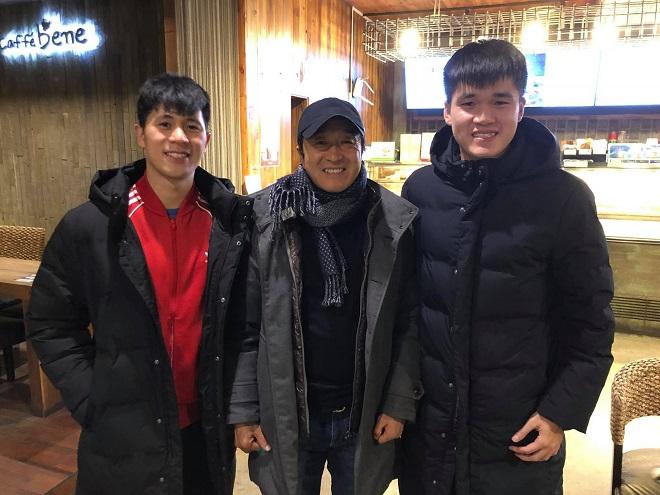 Ăn Tết xa nhà ở Hàn Quốc, Đình Trọng và Xuân Hưng bất ngờ được trợ lý Lee thăm hỏi chúc Tết