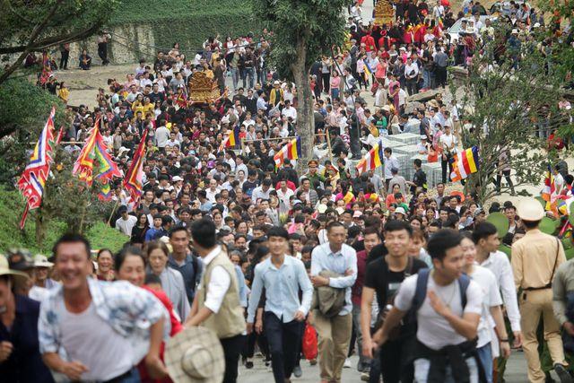 Hàng vạn người dân đổ về khai hội xuân chùa Tam Chúc - Ngôi chùa lớn nhất thế giới