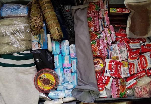"""Trở lại """"bển"""" sau Tết, du học sinh Việt nhét đầy vali toàn băng vệ sinh, mỳ tôm... và lý do thật bất ngờ"""
