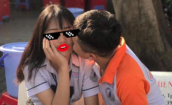 """Học trò khoe nụ hôn nơi sân trường, cộng đồng nghiêm túc phê phán: """"Đây là môi trường học tập!"""""""