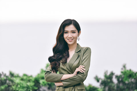 Nữ sinh Đại học Hoa Sen sắp lên đường thi Miss International Queen 2019 là ai, học giỏi đến đâu?