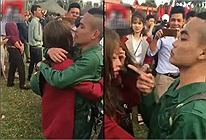 Ra dáng người lính trẻ, thấy bạn gái khóc khi chia ly liền làm ngay điều này khiến cô nàng nín luôn trong