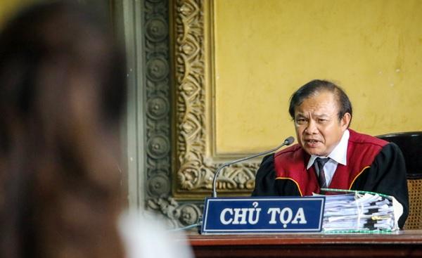 Hoãn tuyên án vụ ly hôn của ông bà chủ Trung Nguyên vì khối tài sản hơn 2.100 tỷ đồng trong ngân hàng