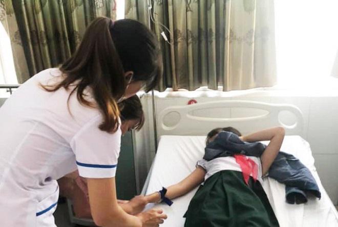 16 học sinh Quảng Nam nhập viện cấp cứu do ngộ độc trà sữa trong bữa liên hoan