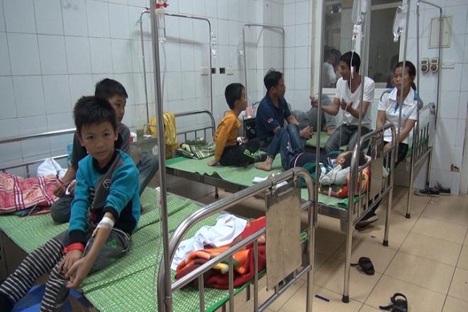 Học sinh trộm bột thông cống chia nhau ăn, 44 em nhập viện cấp cứu