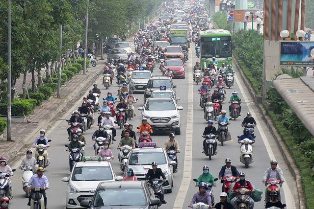 Hà Nội sẽ thí điểm cấm xe máy tại một trong 2 tuyến phố Lê Văn Lương hoặc Nguyễn Trãi