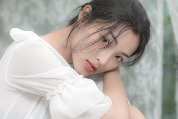 Vẻ đẹp trong sáng, mỏng manh như minh tinh Hồng Kông của nữ sinh ĐH Y khoa Phạm Ngọc Thạch