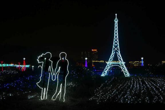 """Check-in free """"Paris của nước Pháp"""" trong """"Khu vườn ánh sáng"""" giữa lòng Hà Nội"""