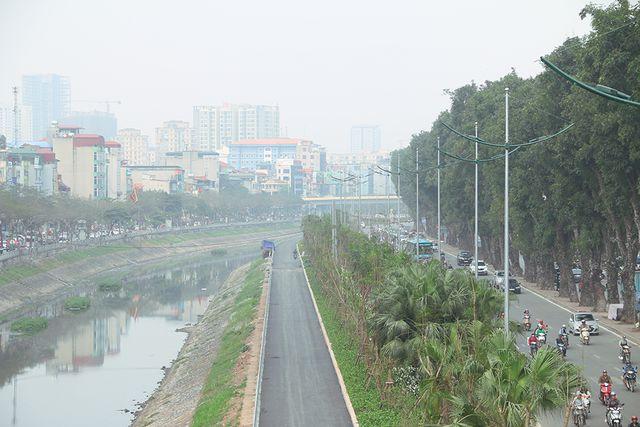 """""""Zoom"""" cận cảnh tuyến đường dài 4km dọc sông Tô Lịch chỉ để đi bộ, đi xe đạp"""