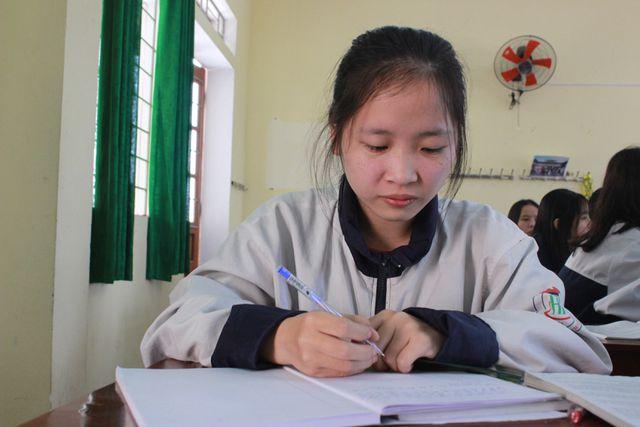 Vượt lên hoàn cảnh sớm mất bố, nữ sinh Hà Tĩnh 2 lần đạt giải học sinh giỏi quốc gia