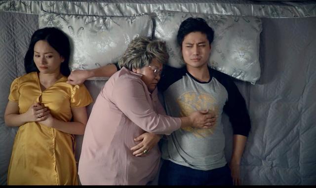 """""""Dở khóc dở cười"""" chuyện bà nội đòi ngủ chung với vợ chồng cháu trai mới cưới"""
