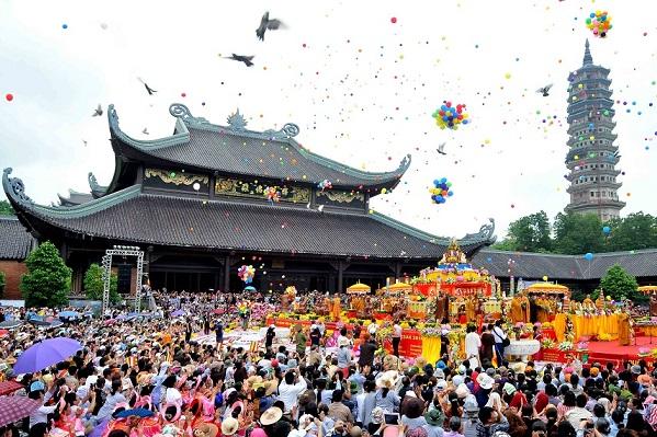 Thế hệ Y khi đi chùa cần gìn giữ và phát huy những nét văn hóa tốt đẹp của thế hệ X cha anh