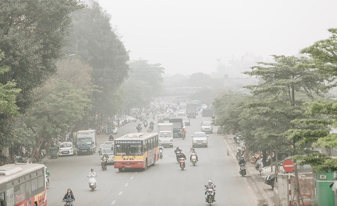 """Hà Nội mù mịt trong không khí ô nhiễm, chuyên gia lý giải do phương tiện giao thông quá nhiều và hiện tượng """"nghịch nhiệt"""""""