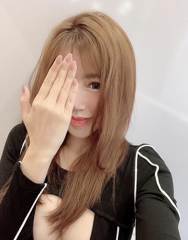 Khi loạt sao Việt thử nghiệm ca khó váy khoét ngực cực sâu sexy siêu cấp, sốc nhất là Elly Trần