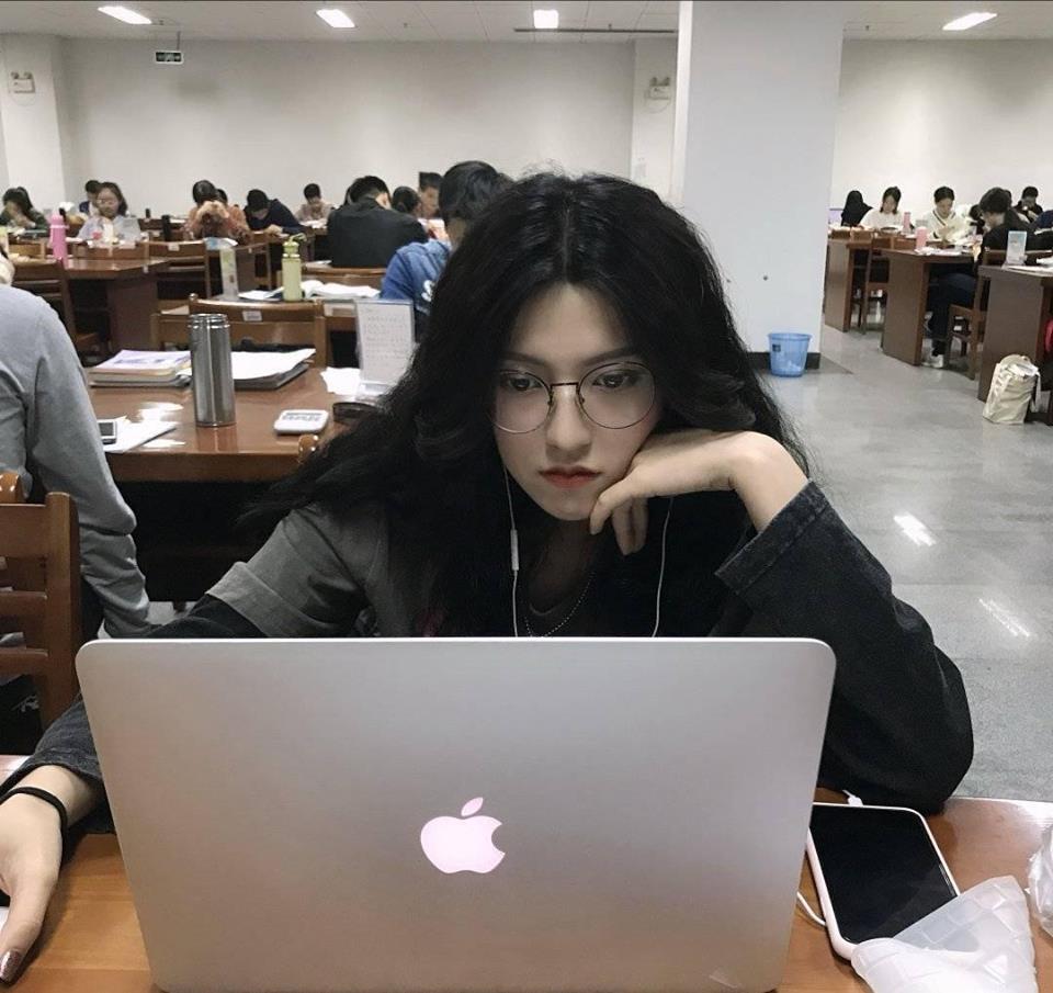 Ảnh 1: Nữ du học sinh xinh đẹp