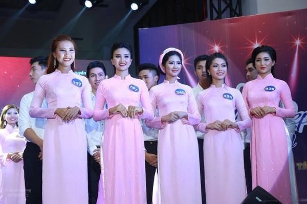 Tại các cuộc thi ở trường, nữ sinh ĐH Tôn Đức Thắng có thể tận dụng đồng phục để làm trang phục dự thi.