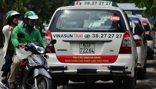 Lợi nhuận Vinasun giảm sâu nhất trong 10 năm, cuộc chiến taxi công nghệ và taxi truyền thống ngã ngũ?