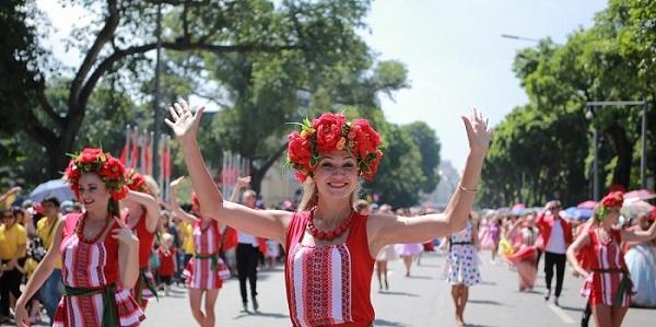 """""""Săn"""" ráo riết tọa độ Carnival đường phố sôi động tại Lễ hội Du lịch biển Sầm Sơn 2019"""