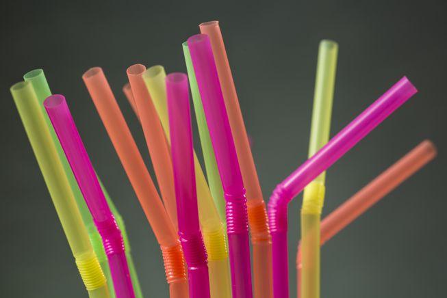 Chuỗi 600 siêu thị ngừng bán ống hút nhựa, chuyển kinh doanh ống hút thân thiện môi trường