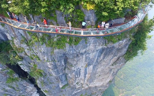 """HOT : Xuất hiện cây cầu kính """"ôm cua vách núi"""" thứ 2 ở Việt Nam – dài và cao nhất Đông Nam Á"""