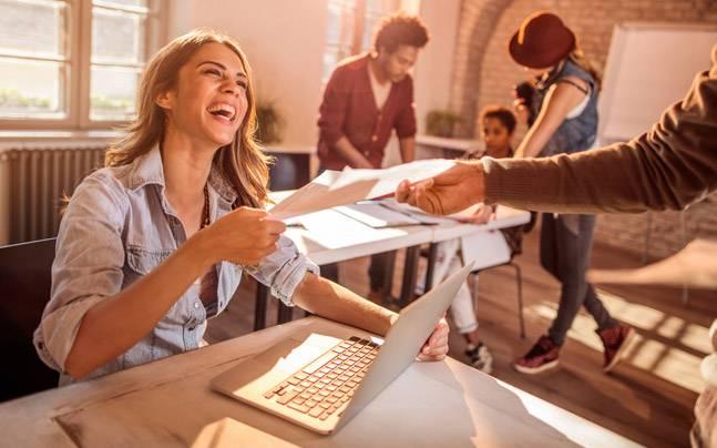 Đi làm nên chọn công việc bạn yêu thích hay công việc kiếm được nhiều tiền?