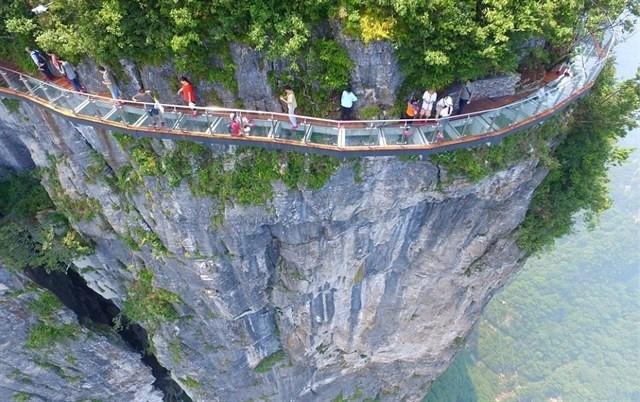 """Xác định tọa độ thật của cầu kính """"ôm cua vách núi"""" dài nhất Đông Nam Á ở Sapa khiến giới trẻ xôn xao ngày qua"""
