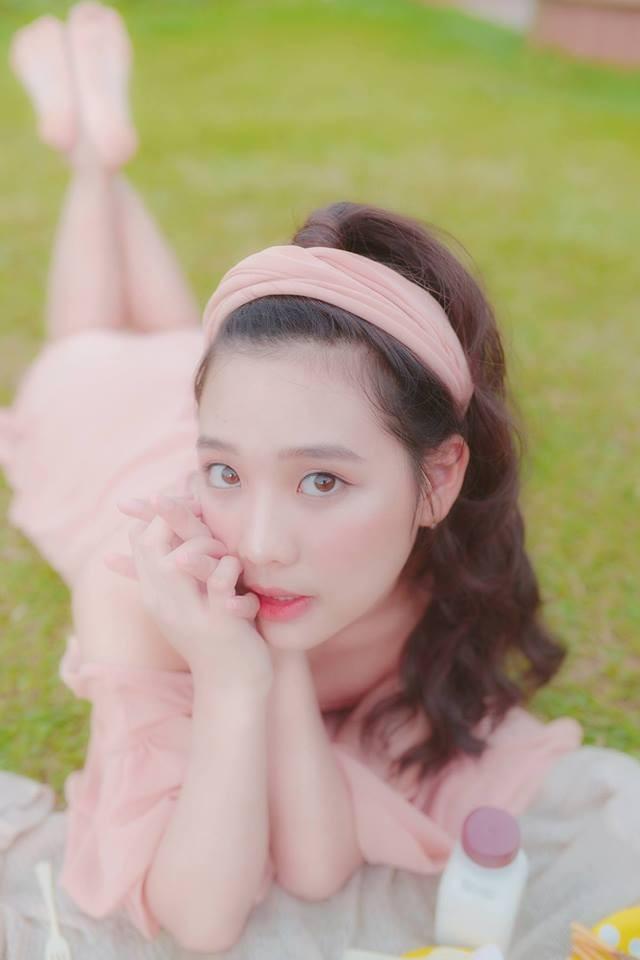 Nổi trội trong lứa sinh viên năm nhất của ĐH Tôn Đức Thắng còn có Nguyễn Ngọc Minh Tú, theo học ngành Quản trị Marketing. Cô bạn sở hữu nhan sắc tựa các idol ulzzang Hàn Quốc.