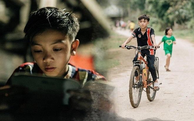 Cậu bé đạp xe 100 km xuống Hà Nội thăm em mới sinh: Òa khóc nức nở nhìn em lần cuối