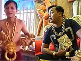 """Xuất hiện """"đại gia"""" đeo vàng nhiều không kém Phúc XO đeo vàng giả: Đeo vàng nặng quá nên gầy còn 40 kg?"""