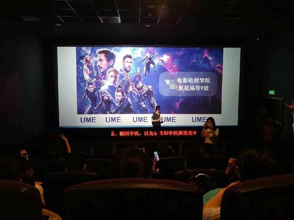 """Cô giáo bao nguyên rạp phim và thuê xe đón cả lớp đi xem """"Avengers: End game"""""""
