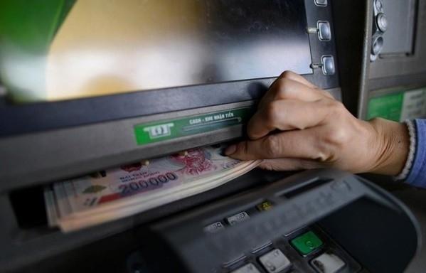 """Ngân hàng chuyển nhầm 5 tỷ đồng vào tài khoản, nam thanh niên rút 1 tỷ tiêu xài và cái kết """"lên quận"""""""
