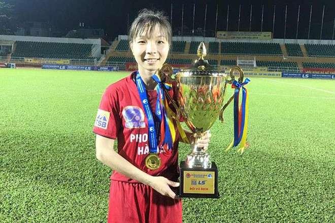 Có cầu thủ bóng đá nữ Việt Nam đầu tiên ra nước ngoài thi đấu, CLB Phong Phú Hà Nam đi vào lịch sử