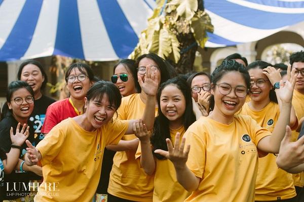 Trai xinh gái đẹp trường chuyên Lê Hồng Phong rạng ngời tạm biệt tuổi 17 trong ngày hội trưởng thành