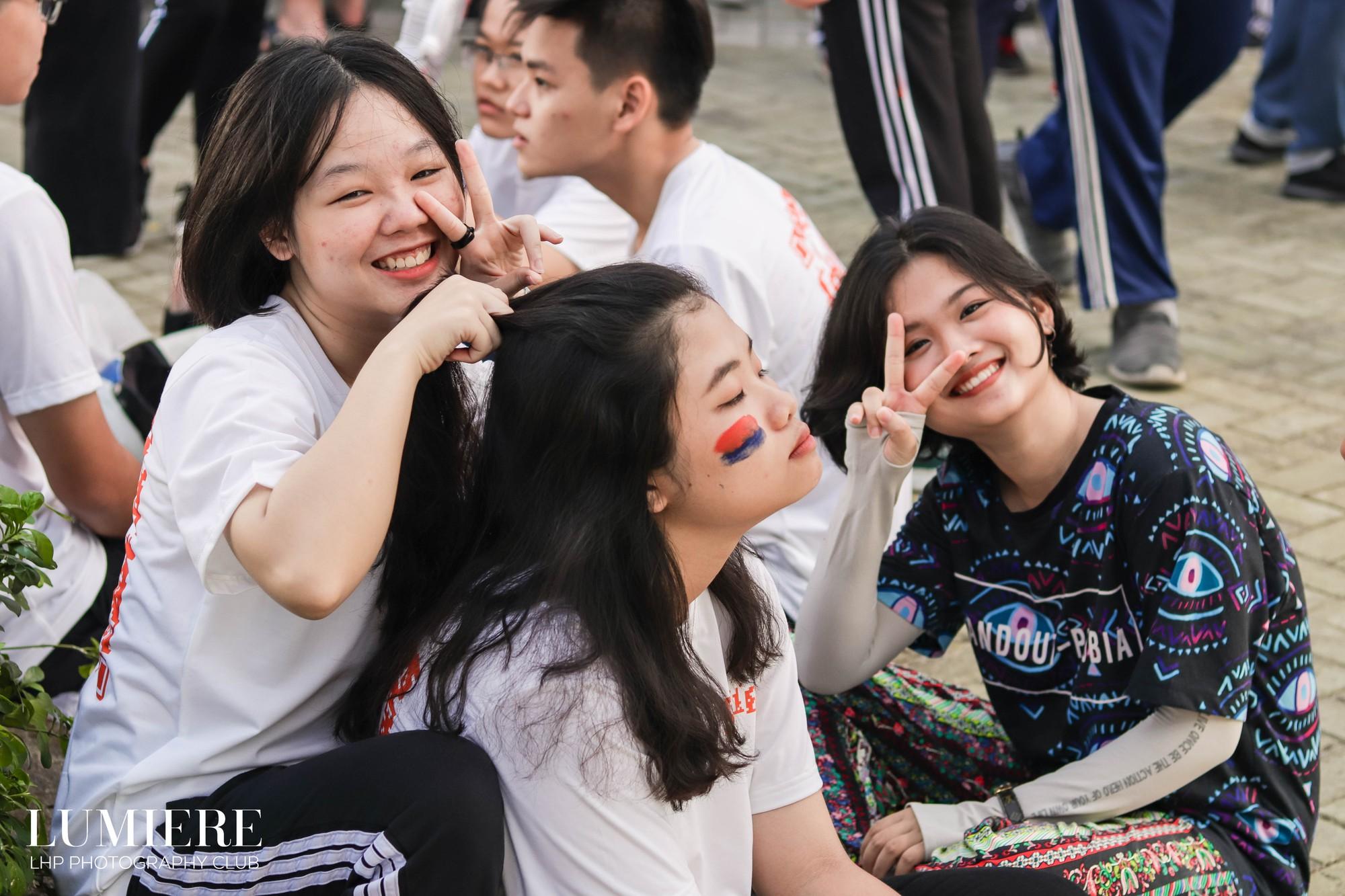 """Với các bạn học sinh trường THPT Chuyên Lê Hồng Phong (TP HCM) thì lại đánh dấu kỷ niệm bằng một sự kiện không thể nào quên được, đó là ngày hội """"Khi tôi 18""""."""