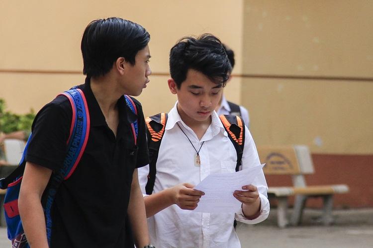 Ảnh 2: Học sinh không được vào lớp 10 - We25.vn