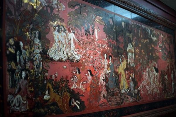 Tranh của cố họa sĩ Nguyễn Gia Trí hư hỏng vì được vệ sinh bằng... nước rửa bát