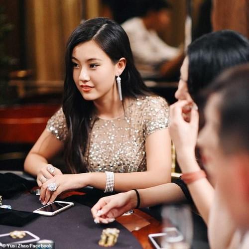 Ảnh 4: Con gái đại gia mua điểm - We25.vn
