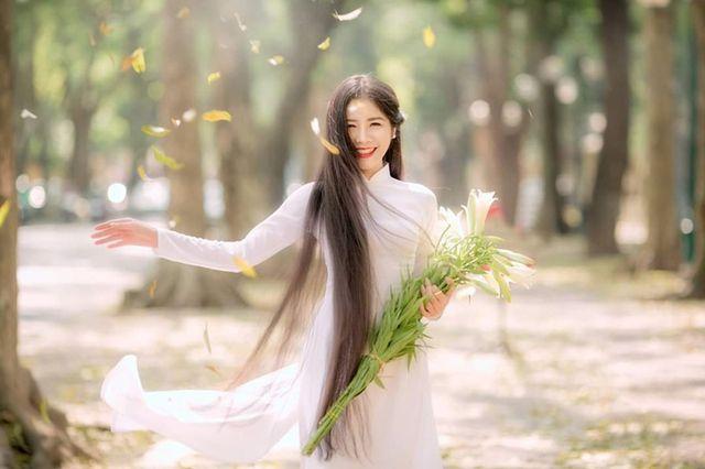 """Sở hữu mái tóc dài 1m35, nữ sinh ĐH Văn hóa Hà Nội tựa nàng """"tiên tóc"""" trong tà áo dài thướt tha"""