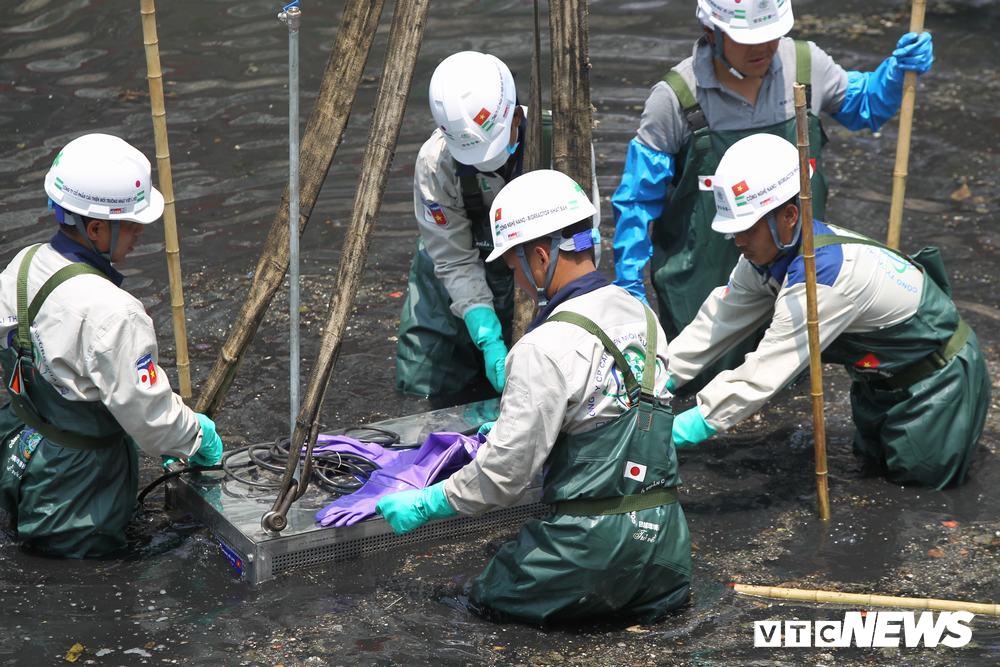 Ảnh 2: Làm sạch nước sông Tô Lịch - We25.vn