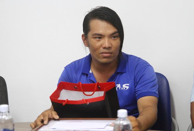 """Nam nhân viên vệ sinh trả lại 7.400 USD nhặt được, từ chối tiền ủng hộ của cộng đồng vì thích """"tự kiếm"""""""