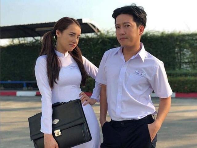 """Trường Giang - Nhã Phương bất ngờ diện đồng phục học sinh hóa """"cặp đôi gà bông"""" đầy mộng mơ"""