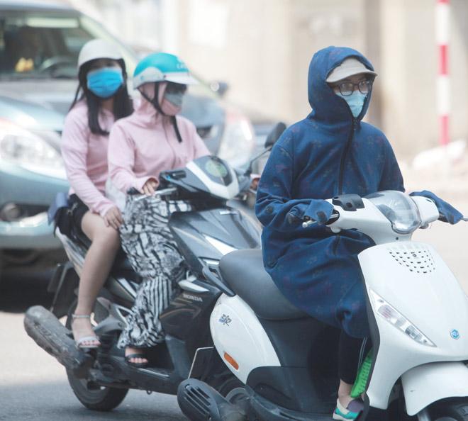 """Trời Hà Nội nóng 40 độ, chị em không đi Lead cũng thành """"ninja"""""""