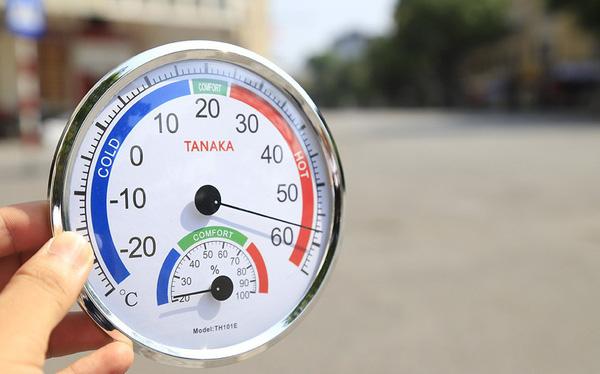 Nhiệt độ ngoài trời ở Hà Nội đạt 60 độ C, ra đường vài phút có thể bỏng da và mắt