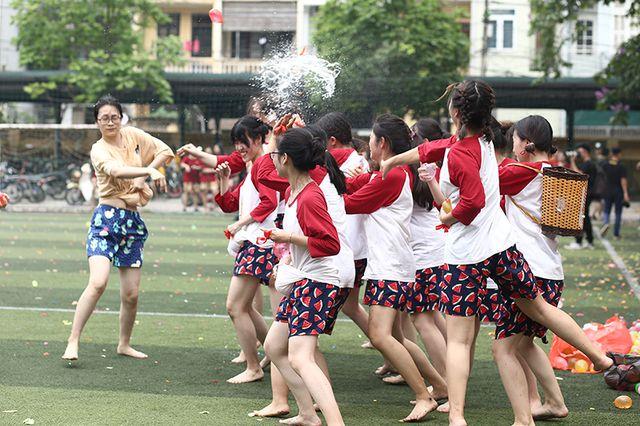 Dưới cái nắng đầu hè oi ả của Hà Nội, bữa tiệc bóng nước quả thật đã giúp tất cả hạ nhiệt.